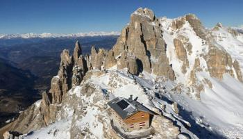 Transport of solar batteries by air delivered to Val di Fiemme refuge
