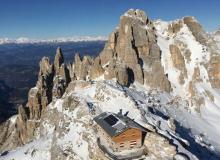 Trasporto batterie per accumulo e consegna aerea Rifugio in Val di Fiemme